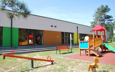 Deski włóknocementowe Cedar – wstawki włóknocementowe na elewacji przedszkola w Szumowie!