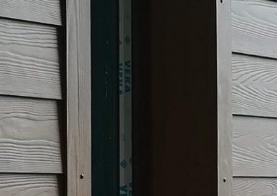 Obróbka okien z deski włóknocementowej Cedar