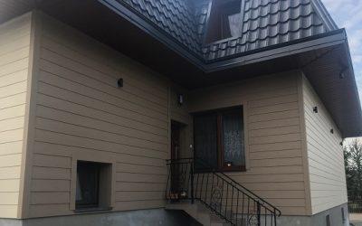 Zakończenie prac przy rewitalizacji elewacji domu z zastosowaniem desek włóknocementowych CEDAR