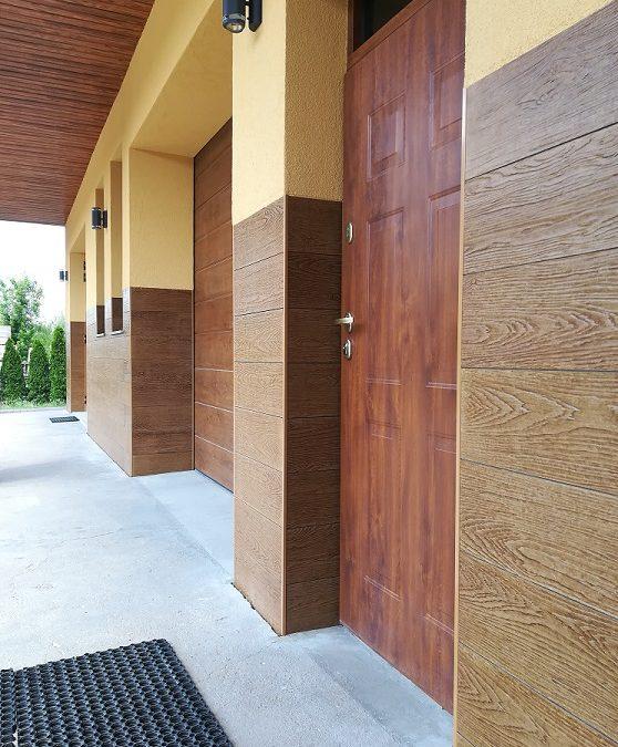 SHERA włóknocementowa deska elewacyjna ze strukturą drewna – kolor Walnut