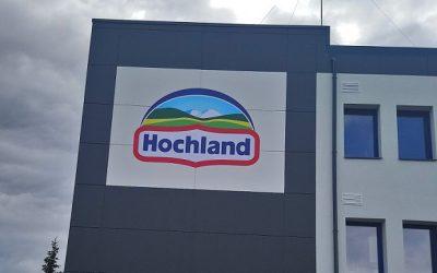 Nowoczesna elewacja z płyt włóknocemenowych CEMBRIT! Nexmar dostawcą materiałów na halę Hochland!
