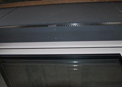 Wentylacja nad oknem płyty włóknocementowe