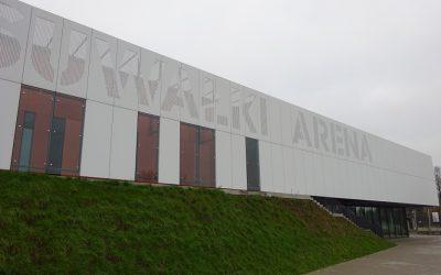 Suwałki Arena – Hala Widowiskowo – Sportowa z Elewacją z Płyt Włóknocementowych Patina i Solid Marki Cembrit